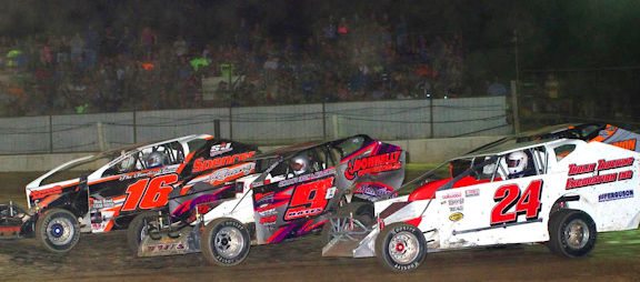 Sportsman action Mike Tholin #24, Hunter Bates #9 & Chris Stevens #16