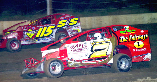 Ken Tremont #115 and Don Ronca #7 during the Mike Ronca Memorial. Tremont would go on to win the feature event.